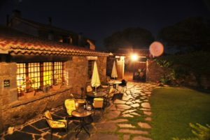 patio hotel rural gredos